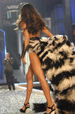 th_07172_fashiongallery_VSShow08_Show-133_122_1129lo.jpg
