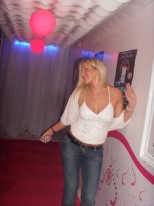 http://img23.imagevenue.com/loc223/th_258389611_SanjaPopovic37_122_223lo.jpg