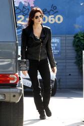 Nov 22, 2010 - Ashley Greene - At The Gas Station Th_12924_tduid1721_Forum.anhmjn.com_20101128094927003_122_231lo