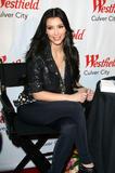 Kim Kardashian (Ким Кардашьян) - Страница 4 Th_41242_kim_kardashian_tikipeter_celebritycity_016_123_40lo