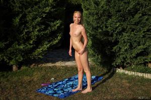 http://img23.imagevenue.com/loc485/th_713449801_tduid300163_ALS_Sweetener_Angie_Koks__Cayenne_medium_0123_123_485lo.jpg