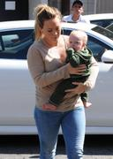 http://img23.imagevenue.com/loc518/th_068802708_Hilary_Duff_shops_for_new_furniture40_122_518lo.jpg