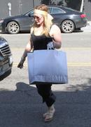 http://img23.imagevenue.com/loc567/th_102297567_Hilary_Duff_shopping_at_Intermix32_122_567lo.jpg
