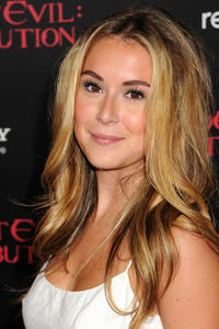http://img23.imagevenue.com/loc598/th_585560433_AlexaVega_ResidentEvilRetributionPremiere_Hollywood_1_122_598lo.JPG